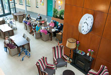 Azora Den Es Grand Café